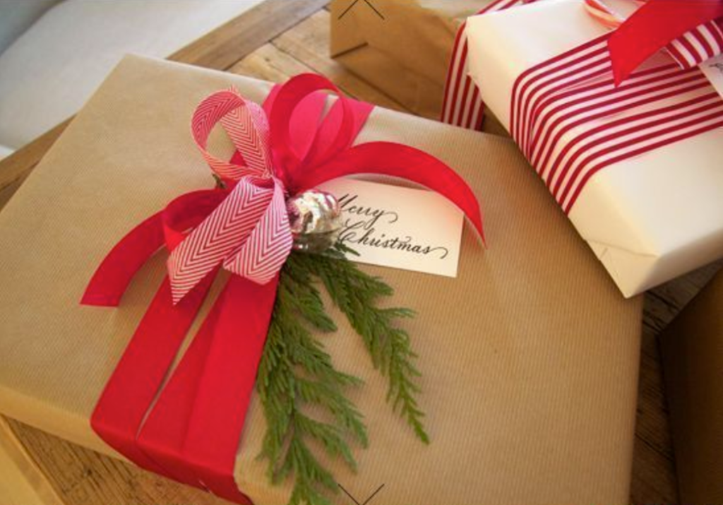 21 Christmas Gift Wrapping Ideas That Make Anyone Look Like A Decorating Professional First For Women