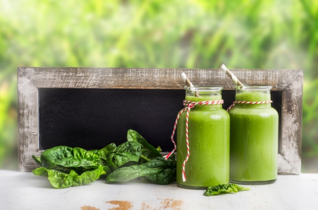 A Green Superfood Smoothie Recipe to Fuel Your Morning Right