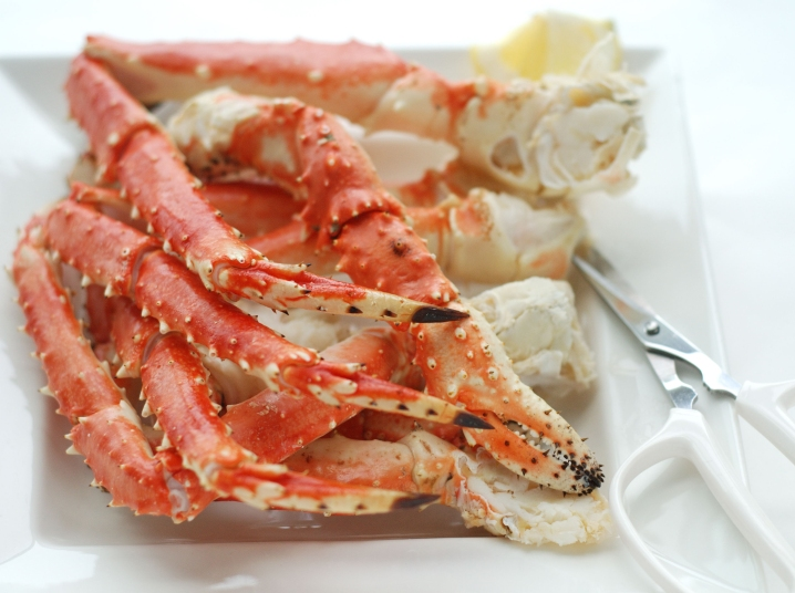 How To Reheat Crab Legs So They Stay Tender And Juicy