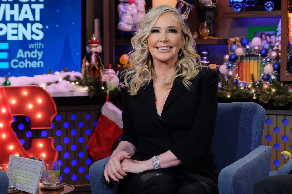 shannon beador sitting on a couch