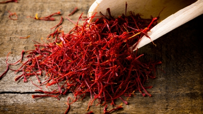 Scoop of saffron