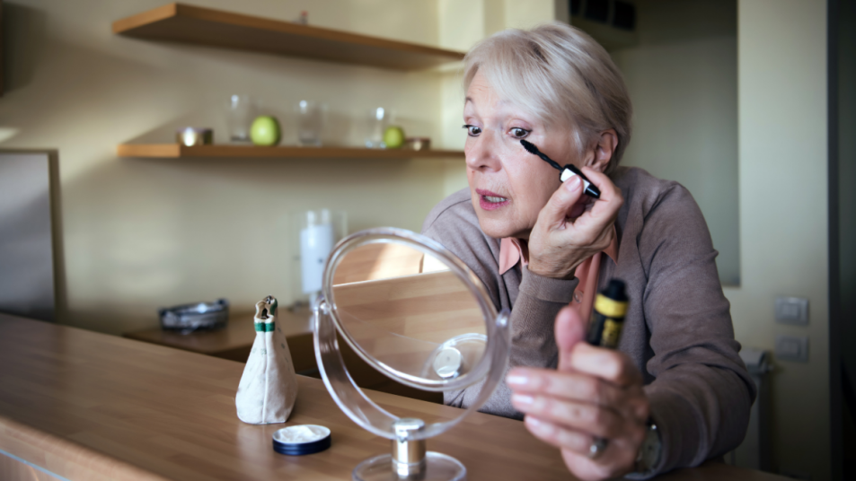5-makeup-tricks-to-make-your-eyes-look-younger