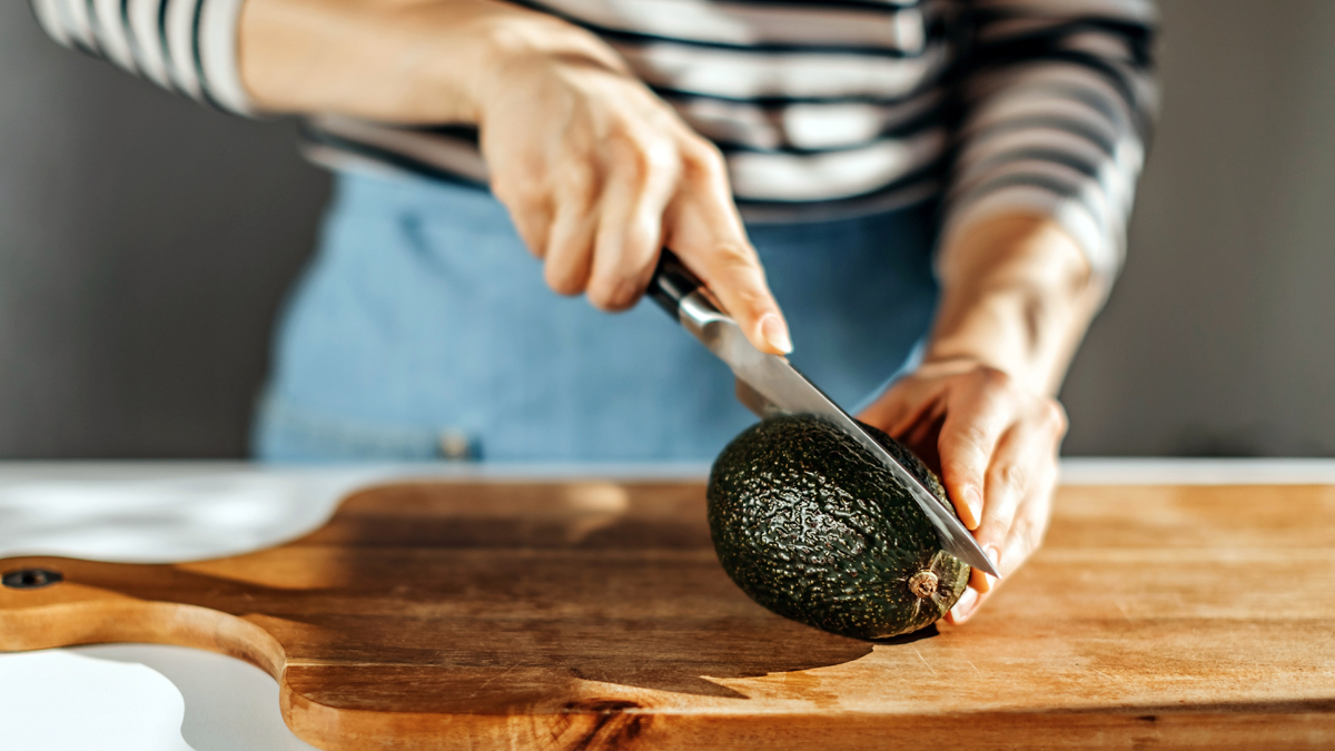 This 'Dinosaur Egg' Hack Will Keep Your Half-Eaten Avocados Fresh For a Week