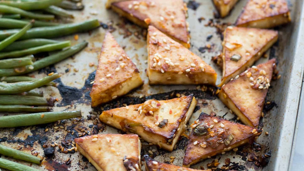 Spicy tofu and green beans sheet pan