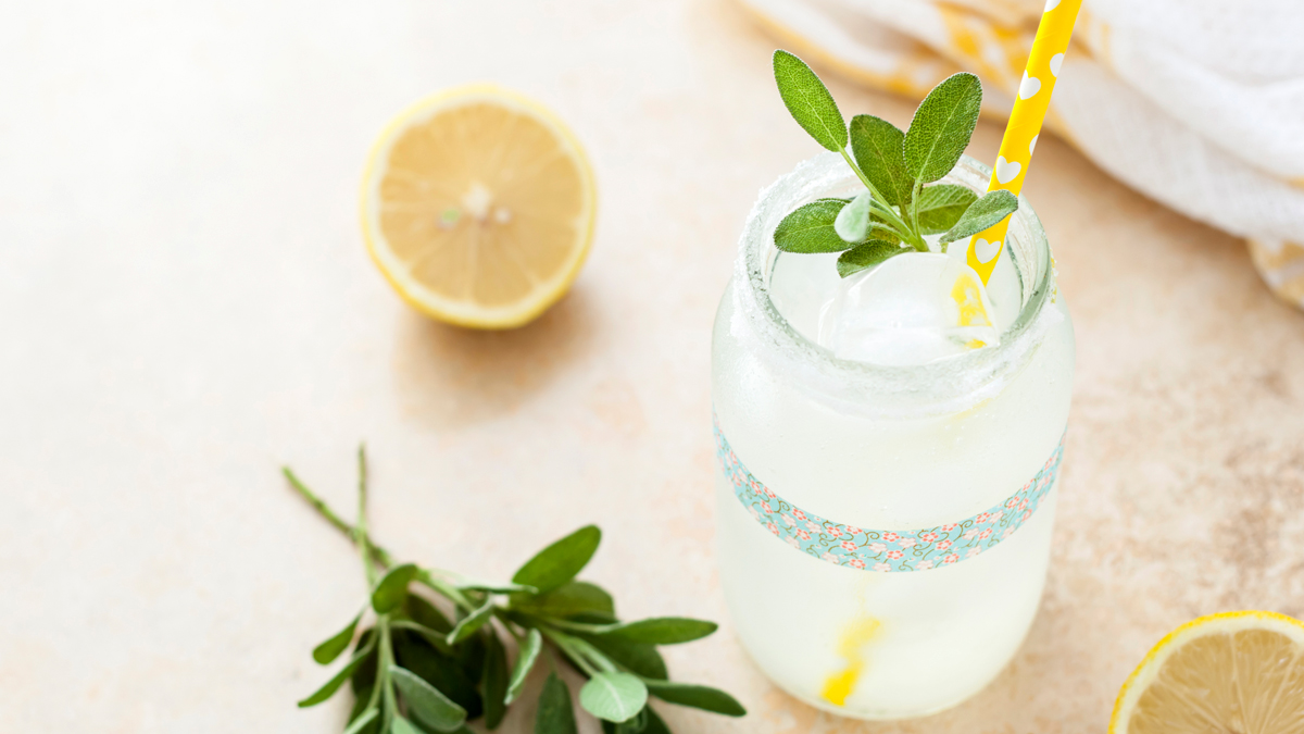 Make a Single Glass of Fresh-Squeezed Lemonade With This Simple Recipe