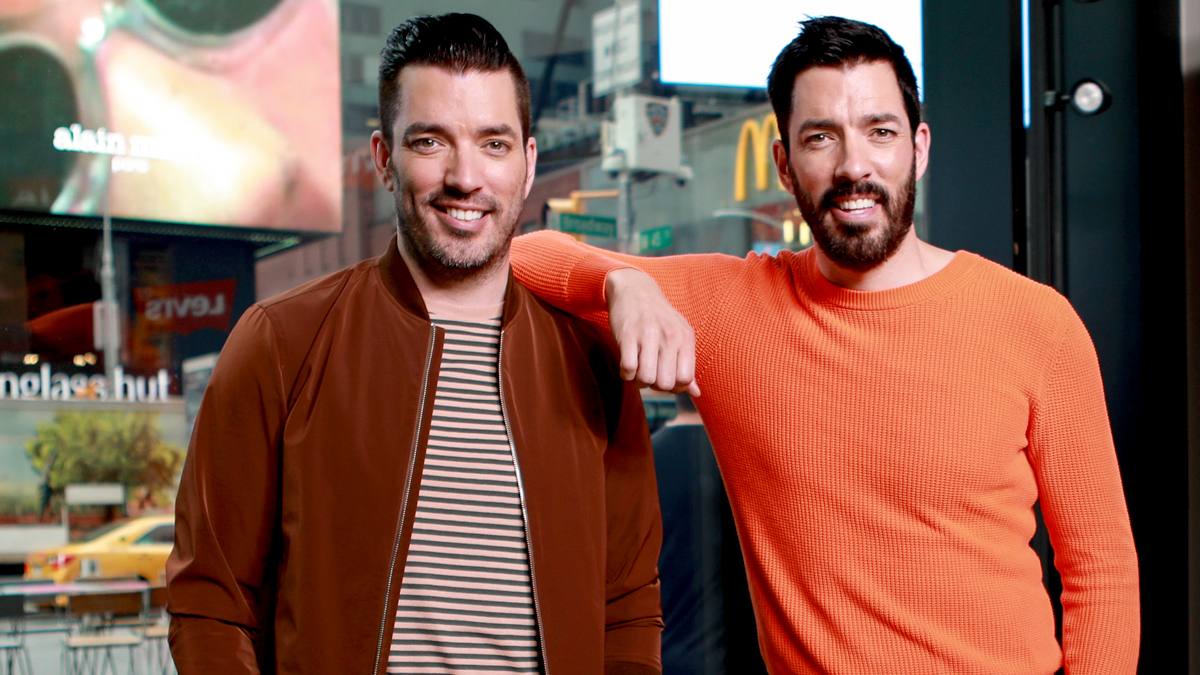 No Corkscrew? No Problem With This Genius Wine Opener Hack From 'Property Brothers' Star Jonathan Scott