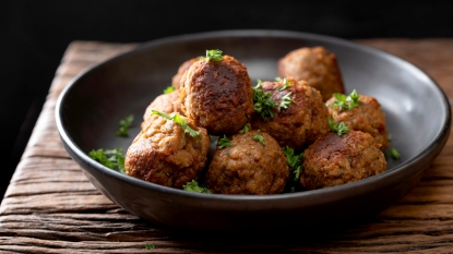 Plate of meatballs