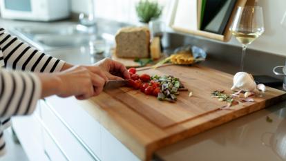 cutting-board-wood-or-plastic