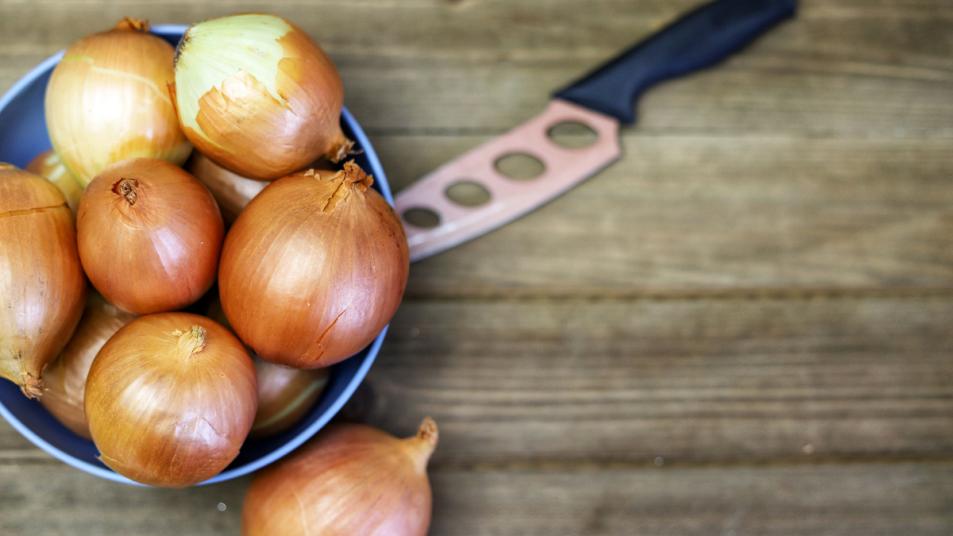 onion-peel-tea-benefits-aging