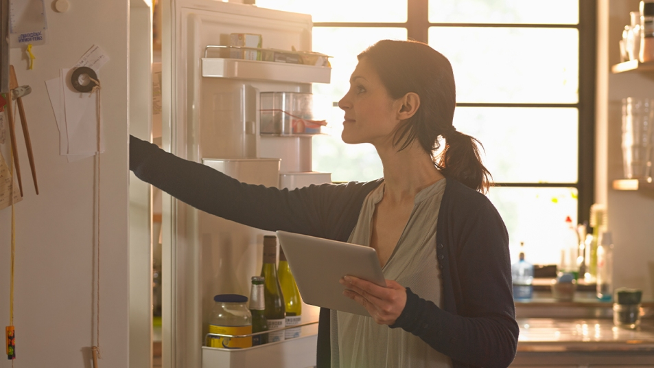How to organize your fridge synd image