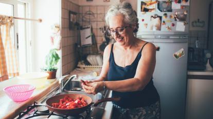 peeling-tomatoes-hack