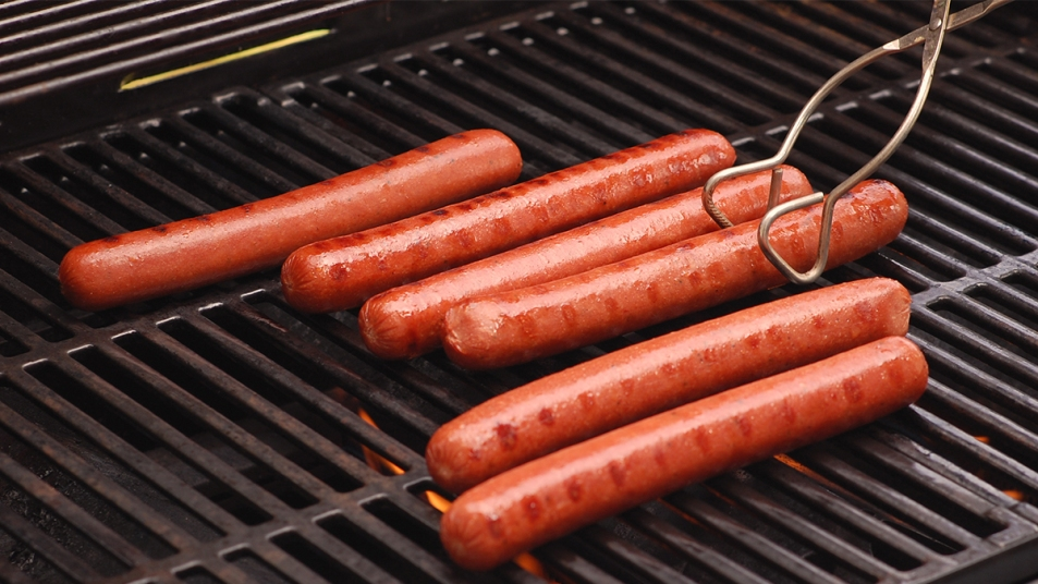 Tips for perfectly grilled hot dogs story image