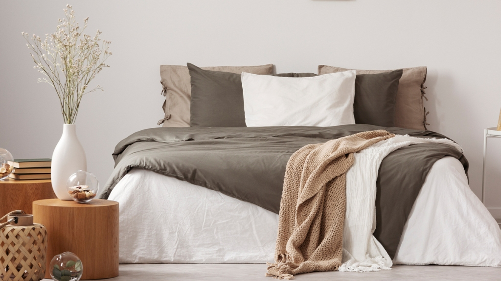 Earth tone bedding synd image