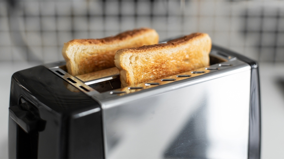 How to clean a toaster SEO story image